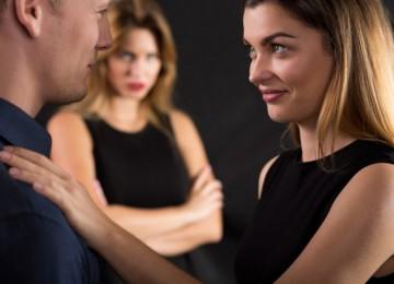 С сыном увидели, как муж целуется с незнакомой женщиной