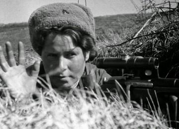 Моя бабушка в войну служила на два фронта, она предатель?