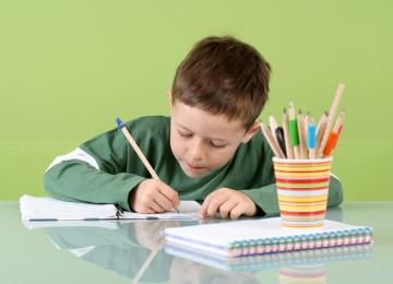 Как заставить ребёнка делать уроки: 7 нестандартных способов