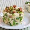 Необычный салат с рыбой и яблоком
