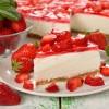 Вкуснейший клубничный торт без выпечки