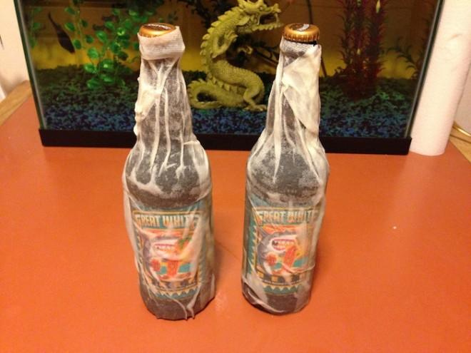 Быстрое охлаждение бутылки с помощью мокрой салфетки
