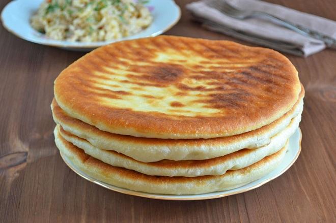 Рецепт быстрых и простых лепешек без яиц на воде и муке на сковороде