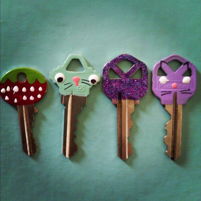 Красим ключи от замков, чтобы различать их