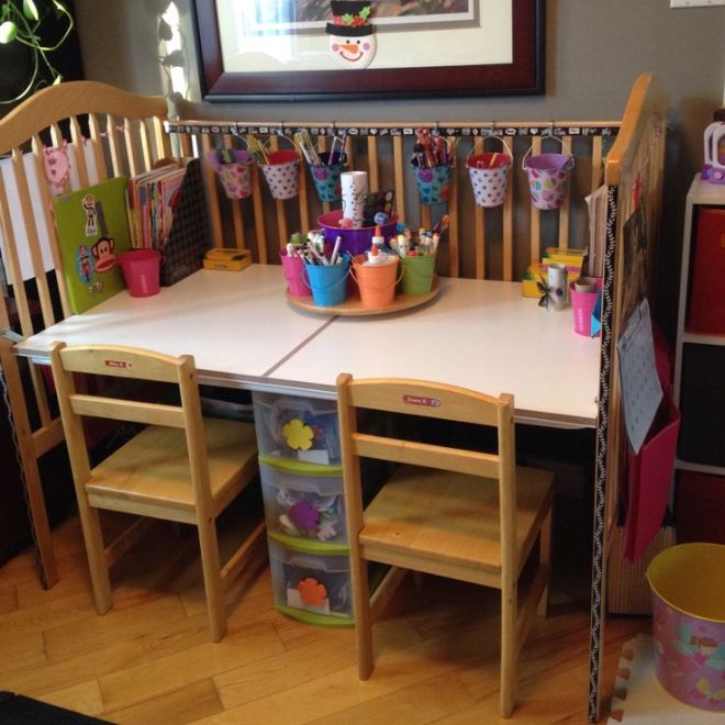 Удобный письменный стол из детской кроватки