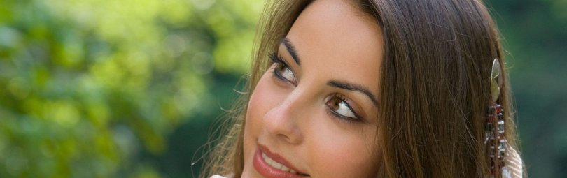brunette_face_hair_brown-eyed_smiling_44193_2560x1600_crm